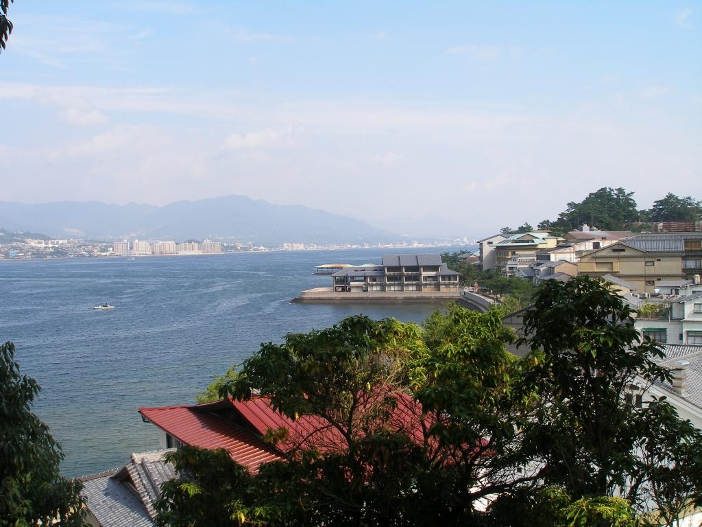 http://sapporista.com/images/itsukushima5.jpg